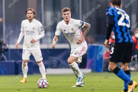 Toni Kroos of Real Madrid looks to bring the ball down