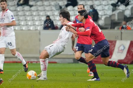 (L-R) Sandro Tonali of Milan under pressure from Benjamin Andre of Lille