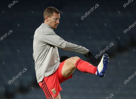 Jan Vertonghen of Benfica warms up for the UEFA Europa League goup D soccer match between Glasgow Rangers and Benfica Lisbon in Glasgow, Britain, 26 November 2020.
