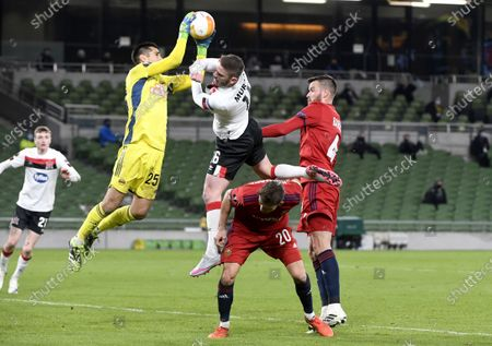 Goalkeeper Paul Gartler (L) of Rapid catches the ball in front Sean Murray of Dundalk during the UEFA Europa League Group B match between Dundalk and Rapid Vienna in Dublin, Ireland, 26 November 2020.