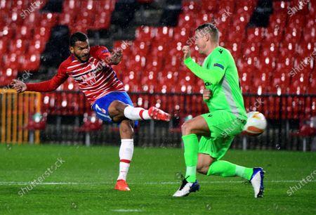 Granada's Luis Suarez (L) scores the 1-0 leading goal during the UEFA Europa League Group E soccer match between Granada CF and AC Osmonia Nicosia held at Nuevo Los Carmenes stadium, in Granada, southern Spain, 26 November 2020.
