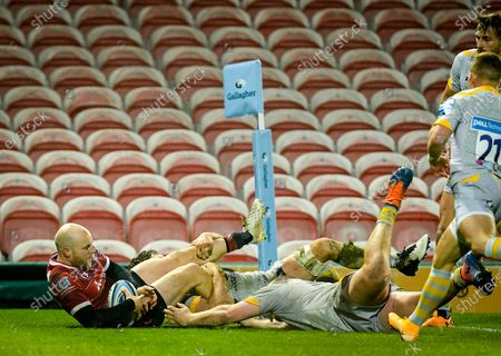 Joe Simpson of Gloucester Rugby scores a try during the Gallagher Premiership match between Gloucester Rugby and Wasps, 28 November 2020.