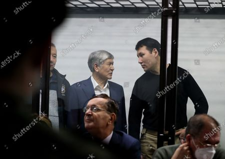 Former President of Kyrgyzstan Almazbek Atambayev(C),  former employee of the Ninth Service of the State Committee for National Security Kanat Sagymbaev (R) at a court hearing in the case of events in the village Koy-Tash in Bishkek, Kyrgyzstan, 27 November 2020. On 07 August 2019, 20 kilometers from Bishkek, in the village of Koy-Tash, the special forces of the State Committee for National Security tried to detain the politician by force in order to bring him for interrogation to the Prosecutor General's Office, as a witness. Almazbek Atambayev is charged with an article on organizing mass riots, the State Committee for National Security of Kyrgyzstan said. Almazbek Atambayev was President of Kyrgyzstan from 2011 to 2017. At the end of June 2019, parliament stripped him of his immunity.