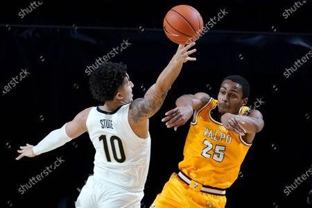 Valparaiso guard Nick Robinson (25) passes the ball past Vanderbilt forward Myles Stute (10) in the first half of an NCAA college basketball game, in Nashville, Tenn
