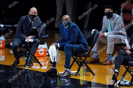 Vanderbilt head coach Jerry Stackhouse, center, watches the action in the first half of an NCAA college basketball game between Vanderbilt and Valparaiso, in Nashville, Tenn