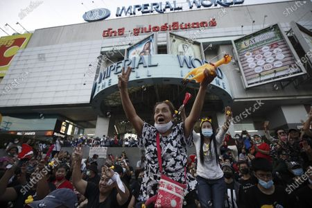 Thai anti-government protesters shout slogans during a street protest calling for political and monarchical reform in Bangkok, Thailand, 28 November 2020. Thailand has been facing political turmoil amid months-long street protests calling for the political and monarchical reform and the resignation of the prime minister Prayuth Chan-ocha.