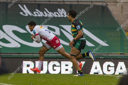 TRY - Nathan Earle scores Harlequins second try during the Gallagher Premiership Rugby match between Northampton Saints and Harlequins at Franklins Gardens, Northampton