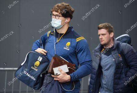 Tom Howe of Worcester Warriors arrives at Ashton Gate