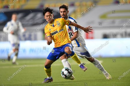 STVV's Lee Seung-woo and Waasland-Beveren's Leonnardo Bertone fight for the ball during a soccer match between Sint-Truidense VV and Waasland-Beveren, Saturday 28 November 2020 in Sint-Truiden, on day 14 of the 'Jupiler Pro League' first division of the Belgian championship.