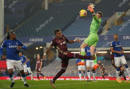 Stock Picture of Jordan Pickford (2R) of Everton in action against Raphinha (C) of Leeds during the English Premier League soccer match between Everton FC and Leeds United in Liverpool, Britain, 28 November 2020.