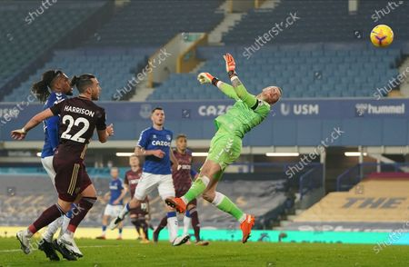 Jack Harrison of Leeds attempts to score a goal during the English Premier League soccer match between Everton FC and Leeds United in Liverpool, Britain, 28 November 2020.
