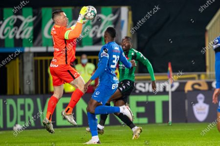 Stock Photo of Genk's goalkeeper Daniel Danny Vukovic, Cercle's Anthony Musaba and Genk's Jhon Lucumi Bonilla fight for the ball during a postponed soccer match between Cercle Brugge KSV and KRC Genk, Saturday 28 November 2020 in Brugge, of the day 14 of the 'Jupiler Pro League' first division of the Belgian championship.