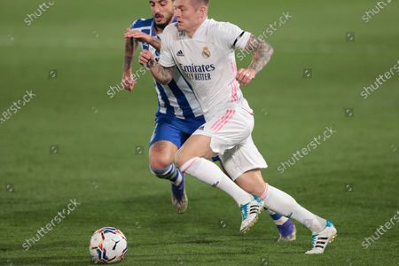 Real Madrid's Toni Kroos, right, vies for the ball with Alaves' Joselu during the Spanish La Liga soccer match between Real Madrid and Alaves at Alfredo di Stefano stadium in Madrid, Spain