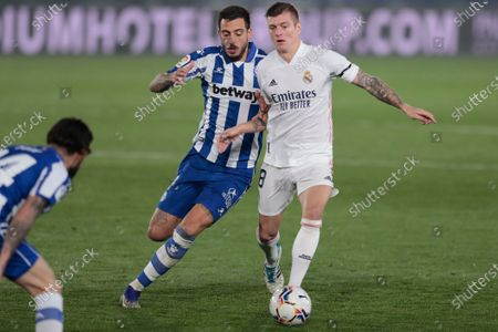 Alaves' Joselu, left, duels for the balls with Real Madrid's Toni Kroos during the Spanish La Liga soccer match between Real Madrid and Alaves at Alfredo di Stefano stadium in Madrid, Spain