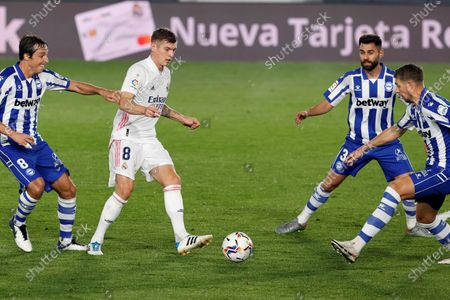 Real Madrid's midfielder Toni Kroos (2-L) dribbles the ball as he is surrounded by Alaves' players during the Spanish LaLiga soccer match between Real Madrid and Deportivo Alaves held at Alfredo Di Stefano stadium in Madrid, central Spain, 28 November 2020.