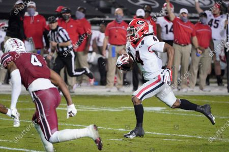 Georgia running back James Cook (4) carries the ball for a touchdown during the first half of an NCAA college football game against South Carolina, in Columbia, S.C. Georgia won 45-16