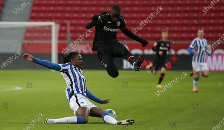 Dedryck Boyata of Berlin challenges Moussa Diaby of Leverkusen during the German Bundesliga soccer match between Bayer 04 Leverkusen and Hertha BSC in Leverkusen, Germany, 29 November 2020.