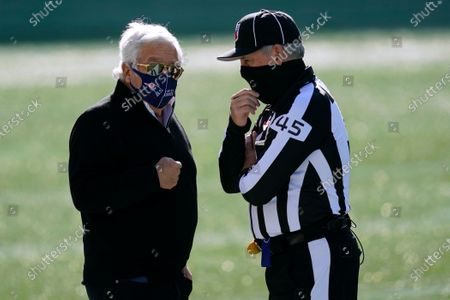 New England Patriots owner Robert Kraft, left, speaks to line judge Jeff Seeman before an NFL football game against the Arizona Cardinals, in Foxborough, Mass