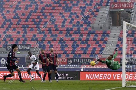 "Simy Simeon Tochukwu Nwankwo (Crotone)Lukasz Skorupski (Bologna)              during the Italian ""Serie A"" match between Bologna 1-0 Crotone  at  Renato Dall Ara Stadium in Bologna, Italy."