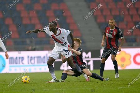 "Simy Simeon Tochukwu Nwankwo (Crotone)Jerdy Schouten (Bologna)             during the Italian ""Serie A"" match between Bologna 1-0 Crotone  at  Renato Dall Ara Stadium in Bologna, Italy."