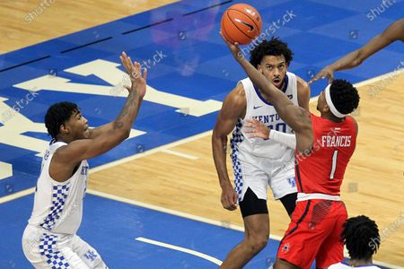 Richmond's Blake Francis (1) shoots near Kentucky's Cam'Ron Fletcher, left, and Olivier Sarr during the second half of an NCAA college basketball game in Lexington, Ky