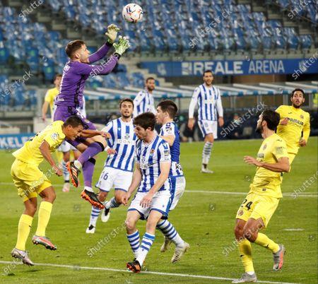 Real Sociedad's goalkeeper Alex Remiro (2-L) vies for the ball with Villarreal's striker Carlos Bacca (L) during the Spanish LaLiga soccer match between Real Sociedad and Villarreal CF held at Reale Arena stadium in San Sebastian, Spain, 29 November 2020.