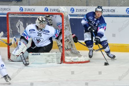 #13 Marco Mueller (Ambri) against #35 goalkeeper Connor Hughes (Fribourg)