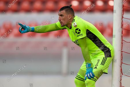 Goalkeeper Franco Armani of Argentina's River Plate points during a Copa Libertadores round of sixteen second leg soccer match against Brazil's Athletico Paranaense at the Libertadores de America stadium in Buenos Aires, Argentina