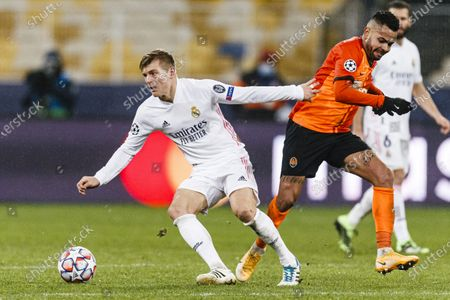 Toni Kroos of Real Madrid (L) dribbles Bruno Ferreira of Shakhtar (R)