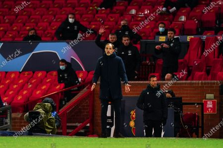 Paris Saint-Germain manager Thomas Tuchel on the sideline in front of Coach-Ole Gunnar Solskjaer of Manchester United