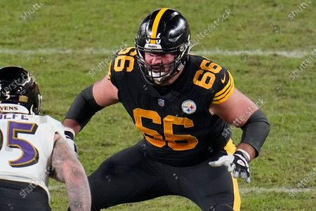 Pittsburgh Steelers offensive guard David DeCastro (66) blocks Baltimore Ravens defensive end Derek Wolfe (95) during the second half of an NFL football game in Pittsburgh