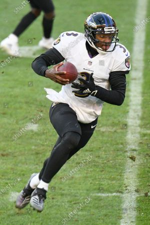 Baltimore Ravens quarterback Robert Griffin III (3) plays in an NFL football game against the Pittsburgh Steelers, in Pittsburgh