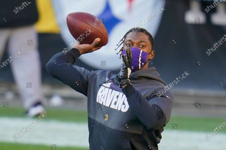 Baltimore Ravens quarterback Robert Griffin III (3) warms up before an NFL football game against the Pittsburgh Steelers, in Pittsburgh