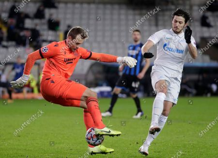 Brugge's goalkeeper Simon Mignolet (L) in action against Zenit's Sardar Azmoun (R) during the UEFA Champions League group F soccer match between Club Brugge and Zenit St. Petersburg in Bruges, Belgium, 02 December 2020.