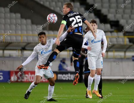 Brugge's Ruud Vormer (C) in action against Zenit's Wilmar Barrios (L) during the UEFA Champions League group F soccer match between Club Brugge and Zenit St. Petersburg in Bruges, Belgium, 02 December 2020.