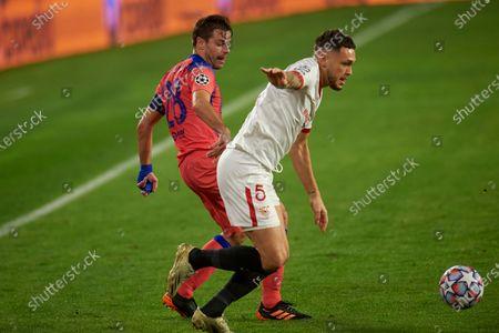 Lucas Ocampos of Sevilla FC and Cesar Azpilicueta of Chelsea FC