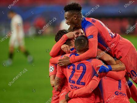 Antonio Rudiger of Chelsea FC celebrates goal with his teammates