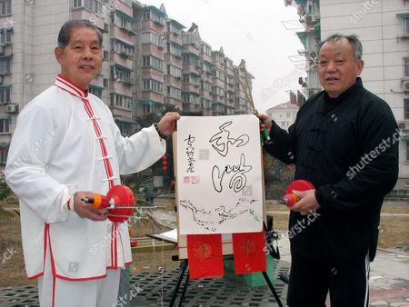 Yang Zhibiao (L) and Wen Kaibian dispaly some of their yo-yo calligraphy