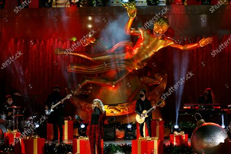 US singer Tori Kelly (C) performs during the 88th Annual Rockefeller Center Christmas Tree during the 88th annual tree lighting ceremony at the Rockefeller Center in New York, USA, 02 December 2020.