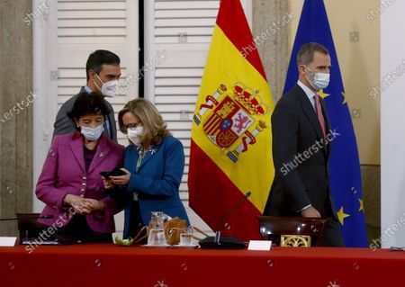 Spain's King Felipe VI (R) accompanied by Spanish Prime Minister Pedro Sanchez (2-L), Spanish Education Minister Isabel Celaa (L), and Spanish Economy Minister Nadia Calvino (C), chairs a meeting with the Carolina Foundation in Madrid, Spain, 03 December 2020.