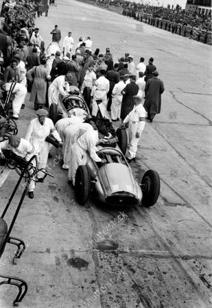 Nurburgring, Germany. 21 May 1939. The Mercedes-Benz team in the pits with the mechanics, portrait.  World Copyright: Robert Fellowes/LAT Photographic Ref: 39EIFRF