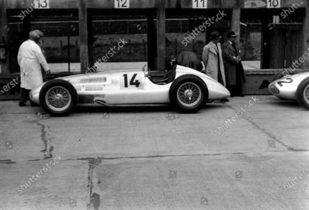 Nurburgring, Germany. 21 May 1939. Manfred von Brauchitsch (Mercedes-Benz W154), 4th position, in the pits, action.  World Copyright: Robert Fellowes/LAT Photographic Ref: 39EIFRF