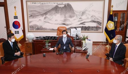 National Assembly Speaker Park Byeong-seug (C) talks with Lee Nak-yon (R), head of the ruling Democratic Party, and Kim Chong-in (L), interim leader of the main opposition People Power Party, during his meeting with chiefs of negotiating blocs at his office in Seoul, South Korea, 04 December 2020.