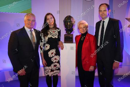 Grand Connaught Rooms, London, England. 3rd December 2012. Derek Warwick with Daughter Wife, Susan and son, Alistair Watkins and the unveiling of a new bust of FIA Formula 1 Safety and Medical Delegate, Sid Watkins. World Copyright: Jakob Ebrey/LAT Photographic