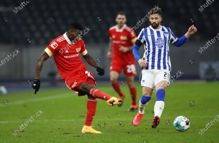 Taiwo Awoniyi (L) of Union is challenged by Marvin Plattenhardt of Hertha during the German Bundesliga soccer match between Hertha BSC and 1. FC Union Berlin at Olympiastadion in Berlin, Germany, 04 December 2020.