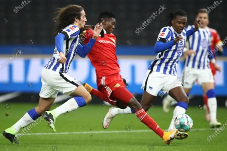 Taiwo Awoniyi (C) of Union scores the opening goal against Matteo Guendouzi (L) and Dedryck Boyata of Hertha during the German Bundesliga soccer match between Hertha BSC and 1. FC Union Berlin at Olympiastadion in Berlin, Germany, 04 December 2020.