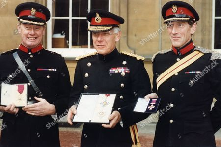 The Queen And The Nation Honoured Heroes And Heroines Of The Gulf War Yesterday. L-r: Brigadier Christopher Hammerbeck General Sir Peter De La Billiere And Brigadier Patrick Cordingley. General Sir Peter De La Billiere Who Commanded The British Forces Became A Knight Commander Of The Order Of The British Empire. The Heroism Of The Desert Rats Was Recognised In Honours For Their Commanders. Brigadier Christopher Hammerbeck Flamboyant Leader Of 4 Armoured Brigade Was Made Companion Of The Order Of The Bath. Brigadier Patrick Cordingley Who Commanded The 7th Armoured Brigade Received The Distinguished Service Order.
