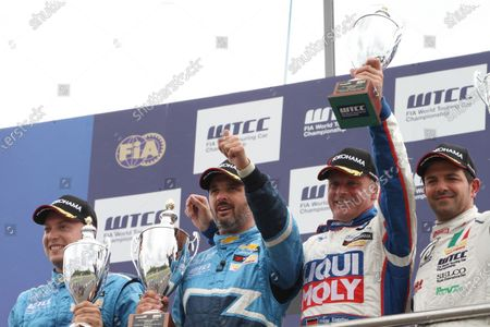 Donington Park, UK. 17th July 2011.  Rob Huff, Yvan Muller, Chevrolet, Franz Engstler, Engstler BMW and Fabio Fabiani, Proteam BMW, celebrate on the podium.  World Copyright: Kevin Wood/LAT Photographic  Ref: Digital Image IMG_4178a