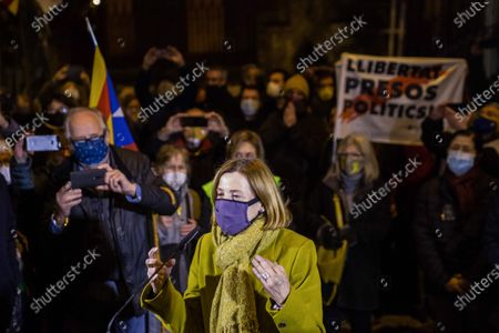 The former president of the Parliament of Catalonia, Carme Forcadell, wearing a face mask, speaks to the Catalan independence supporters.About 200 people went to the doors of the Barcelona prison of Wad-Ras to wait for the arrival of the former president of the Parliament of Catalonia, Carme Forcadell, one of the political prisoners of the Catalan independence process. Carme Forcadell has re-entered the Barcelona prison of Wad-Ras this Friday to serve her sentence in the second degree, once the Supreme Court has revoked the semi-release of the nine prisoners of the process.