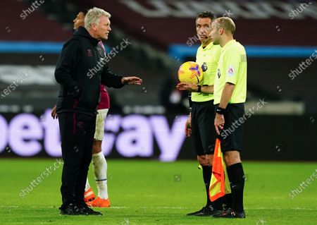 West Ham manager David Moyes talks with referee Andre Marriner on the pitch at full-time after his team lose 1-3